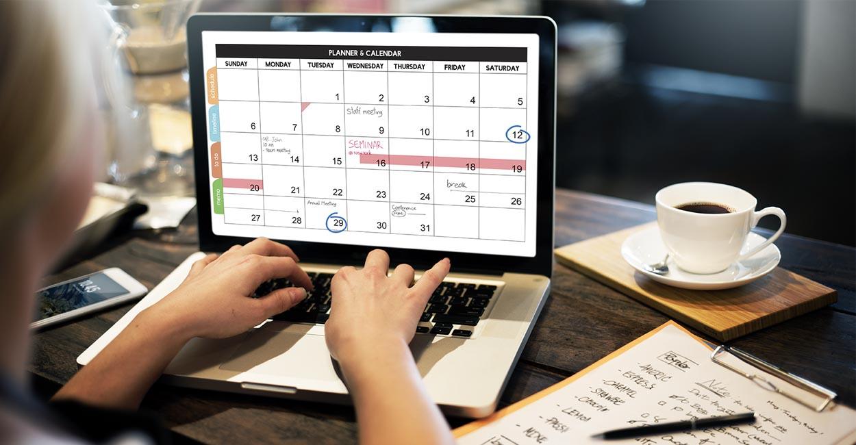 calendario editoriale social liberi professionisti, donna al lavoro